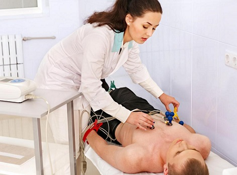 female-doctor-giving-heart-test-on-man